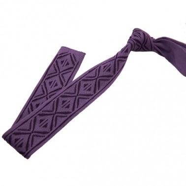cravate tricot à fines rayures